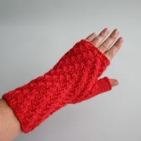 081811_red_gloves_2