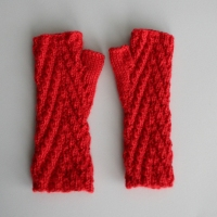 081811_red_gloves_3
