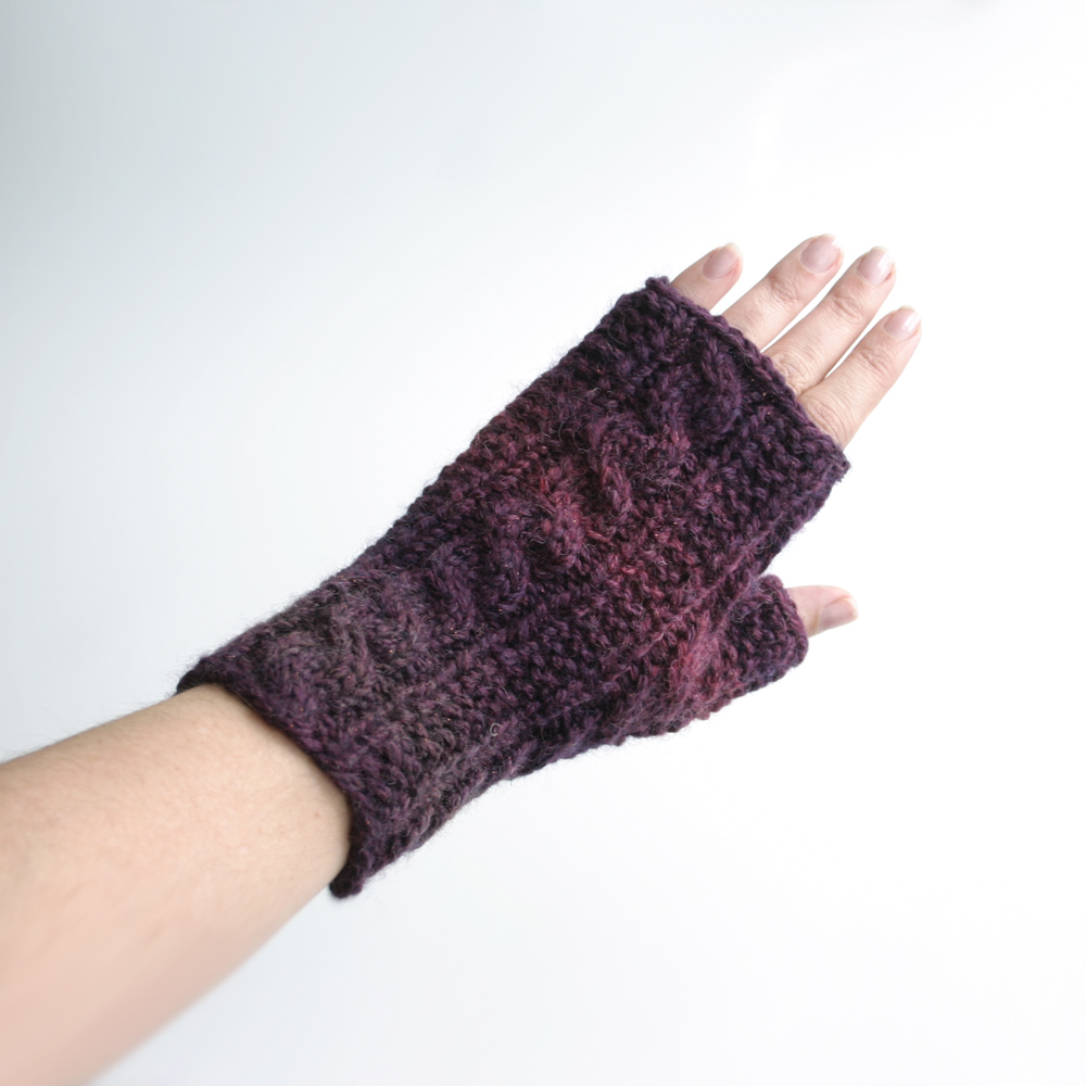 Free Knit Pattern: Gingerbread Icing Fingerless Gloves Knits & Prints
