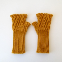 012113_yellow_gloves_1
