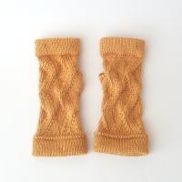 031414_saffron_zigzag_gloves_1