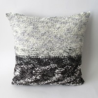 040214_black&white_pillow_2