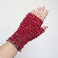 071114_red-caterpillar_gloves_1