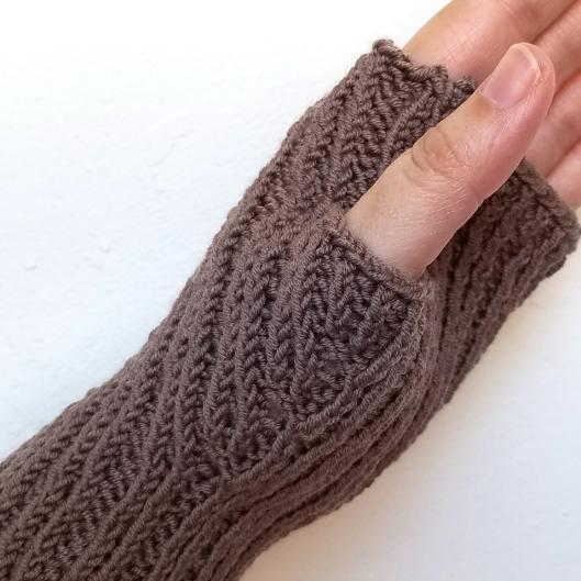 16-09-07-gloves-7-detail