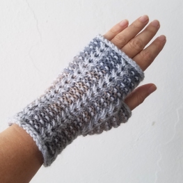 17-08-25-gray-gloves-1