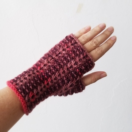 17-08-29-deep-red-gloves-1