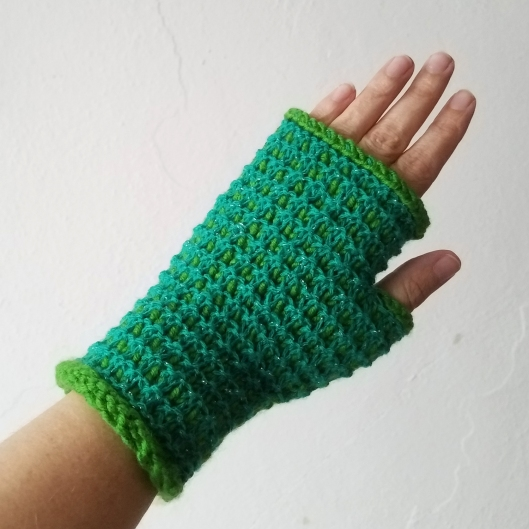17-09-11-green-gloves-1