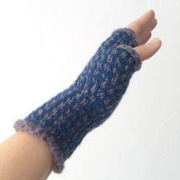17-09-21-blue-gloves-2