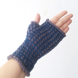 17-09-21-blue-gloves-3