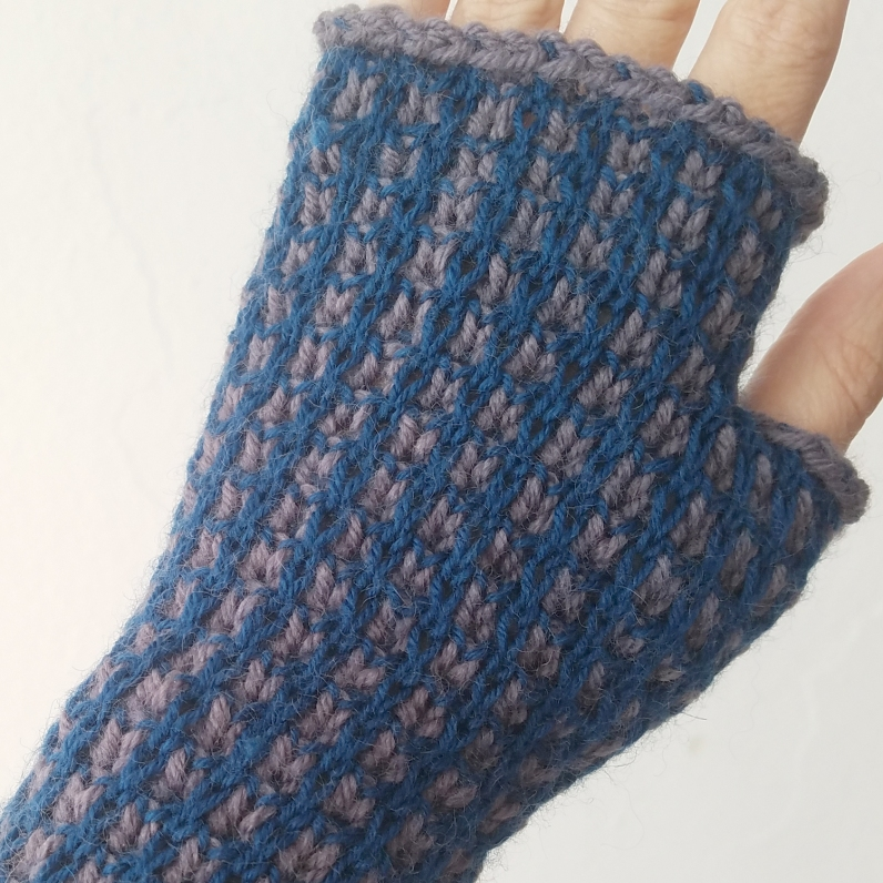 17-09-21-blue-gloves-4